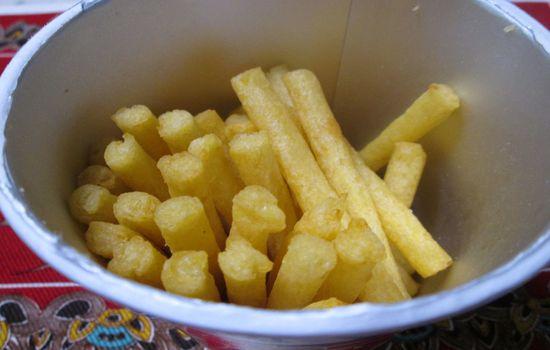 IMG 0259 【食べ物】味はカールチーズ味みたい!期間限定「お・と・なじゃがりこカマンベールチーズ」を食べてみました!