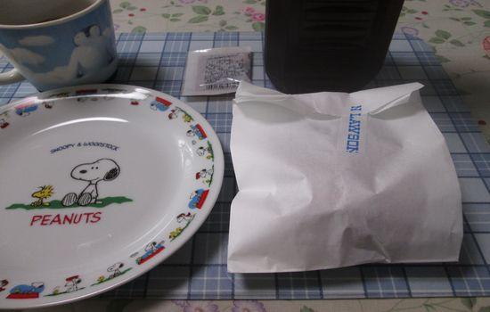 IMG 0299 【食べ物】ウワサどおり!ローソンの「ゲンコツメンチ」がジューシーすぎて超絶美味しすぎる件!!
