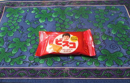 IMG 0433 【食べ物】保存食にも最適!?乳酸菌が1億個の健康に良いお菓子江崎グリコの「ビスコ」を食べました!