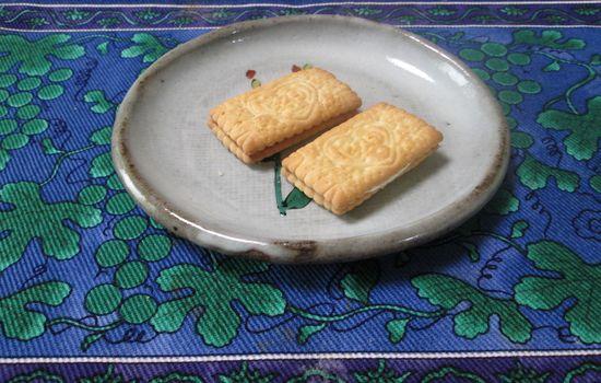 IMG 0434 【食べ物】保存食にも最適!?乳酸菌が1億個の健康に良いお菓子江崎グリコの「ビスコ」を食べました!