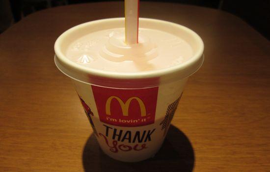 IMG 0617 【食べ物】ぶどう風味?マクドナルドの新メニュー「マックシェイクグレープ味」が超美味しかった!!