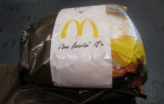 IMG 0679 【マクドナルド】新発売「チキンチーズ月見」と「月見バーガー」の食べ比べをしました【感想】