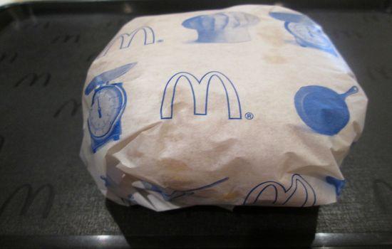 IMG 0684 【マクドナルド】新発売「チキンチーズ月見」と「月見バーガー」の食べ比べをしました【感想】