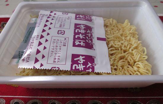 IMG 0773 【食べ物】味ではなく香りが豚の生姜焼き!ペヤング「豚の生姜焼き風やきそば」を食べた感想