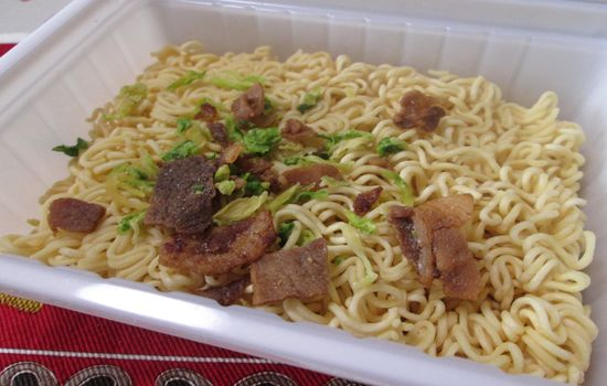 IMG 0774 【食べ物】味ではなく香りが豚の生姜焼き!ペヤング「豚の生姜焼き風やきそば」を食べた感想