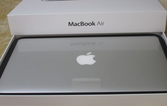 IMG 1089 【Mac】MacBookAirを購入!付属品の確認と準備【電源ボタンの場所】
