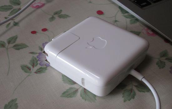 IMG 1096 【Mac】MacBookAirを購入!付属品の確認と準備【電源ボタンの場所】