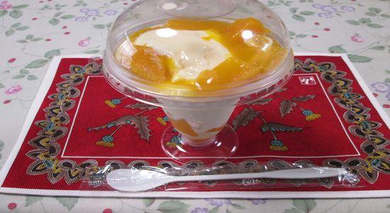 IMG 1194 【食べた】ミニストップの季節限定デザート「マンゴーパフェ」がマジで美味しかった!【感想】